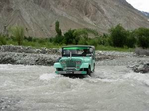 Jeep Crossing River photo image